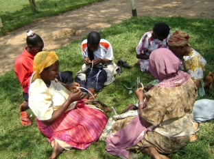 fmsc_marketplace_-_hope_again_women_ugandan_necklace_7029881575